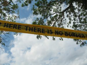 Shilpa Gupta, There is No Border Here, 2005-06 Courtesy: GALLERIA CONTINUA, San Gimignano / Beijing / Les Moulins